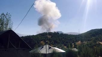 Rauch steigt auf nach der Detonation der Autobombe.