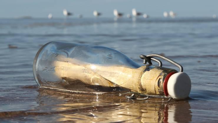 Nichts ist langsamer als eine Flaschenpost - dafür ist sie oft extrem langlebig und damit wichtig für die Nachwelt.