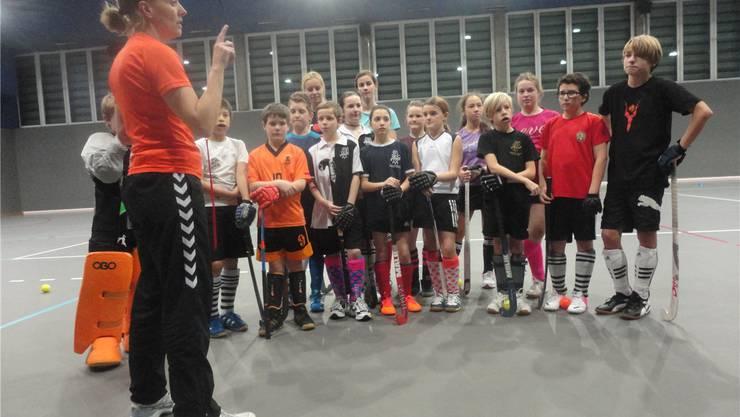 Die U14-Junioren im Training in der kleinen St. Jakobshalle.