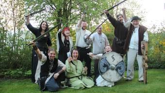 Die wilden Gesellen von Corvus Nidum um Gründer Höiu (unten links) und Jera (unten rechts) freuen sich riesig auf ihr erstes eigenes Festival.