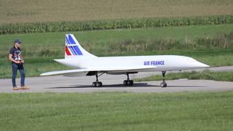 An der grössten Modellflugveranstaltung der Schweiz, dem 40. Flugtag in Hausen, beteiligt sich auch die Schweizer Luftwaffe.