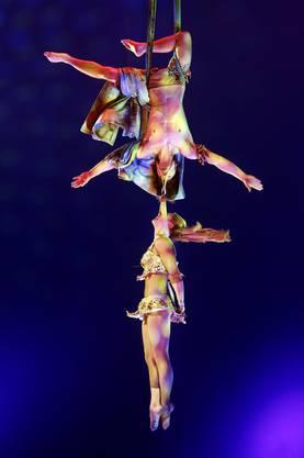 Als Tarzan und Jane schwingen Francesco Nock (CH) und seine Partnerin Simona Georghe (RUM) durch die Lüfte. Gemeinsam aufgetreten ist das Paar bereits Ende 2013 in Deutschland.