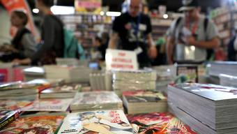 Die Frankfurter Buchmesse wurde am ersten Publikumstag am Samstag von Besucherinnen und Besuchern überrannt.