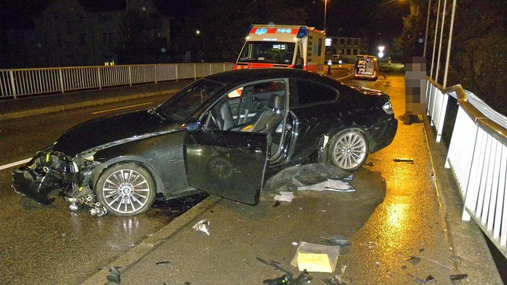18-jähriger Autofahrer prallt in Brückengeländer und wird verletzt