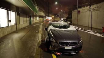 """Eine unaufmerksame Autofahrerin hat in Chur ein Warnschild """"Achtung Kinder"""" umgefahren."""