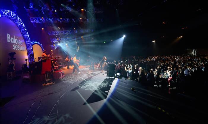 Die französische Sängerin Zaz und Band bei der Opening Night der Baloise Session.