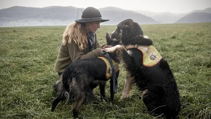 Rebeka Stäger mit ihren Hunden.