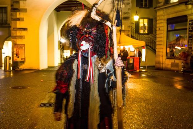 Guggen-Corso zum Fasnachtsabschluss in Baden. Im Bild: Eine Besucherin, die am Umzug vom Wochenende den dritten Platz geholt hat.