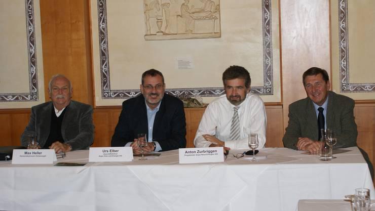 Info-Runde: Gemeindeammann Max Heller, Geschäftsführer Urs Elber, Projektleiter Anton Zurbriggen und Rewag-Chef Arthur Gröflin (von links) sind für erneuerbare Energie. ach