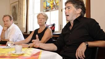 Rücktritt: Gemeinderat Michael Martig (r.) gibt seinen Verzicht bekannt. Irène Fischer (M.) stellt sich zur Wiederwahl. Kenneth Nars