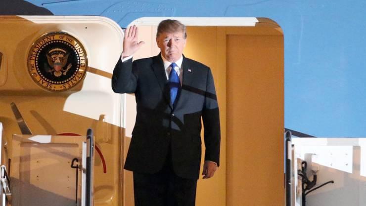 US-Präsident Donald Trump bei seiner Ankunft am Gipfelort im vietnamesischen Hanoi am Dienstag.