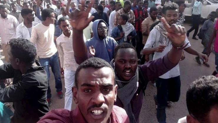 Bei Protesten gegen die Wirtschaftspolitik der Regierung sind im Sudan mindestens 37 Menschen erschossen worden. (Bild vom 20. Dezember)