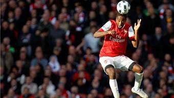 Johan Djourou im Dress von Arsenal London.