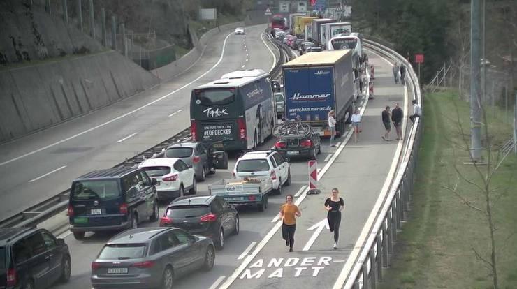 Stehende Autos in Göschenen um 10.51 Uhr.