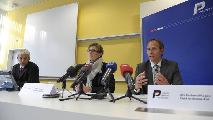 Andreas Mock, Pressesprecher der Kapo Solothurn, Staatsanwältin Petra Grogg und der Leiter der Kriminalabteilung, Urs Bartenschlager, geben den Medien Auskunft zum Fall J.
