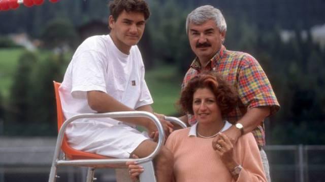 1998 wurde Roger Federer Juniorenweltmeister: Dieses Foto mit seinen Eltern Robert und Lynette zeigt den Startschuss einer grandiosen Karriere.
