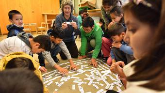 Die steigende Anzahl Flüchtlingskinder stellt Schulen und Lehrpersonen vor grosse Herausforderungen.