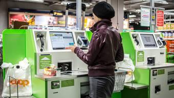 Wer im Supermarkt einen Bogen um die Self-Scanning-Kassen macht, wird als Verweigerer bezeichnet.