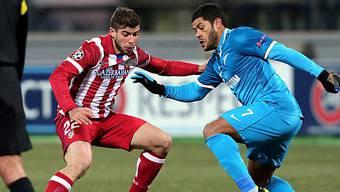 Zenits Hulk (r.) versucht Atleticos Emiliano Insua zu umspielen.