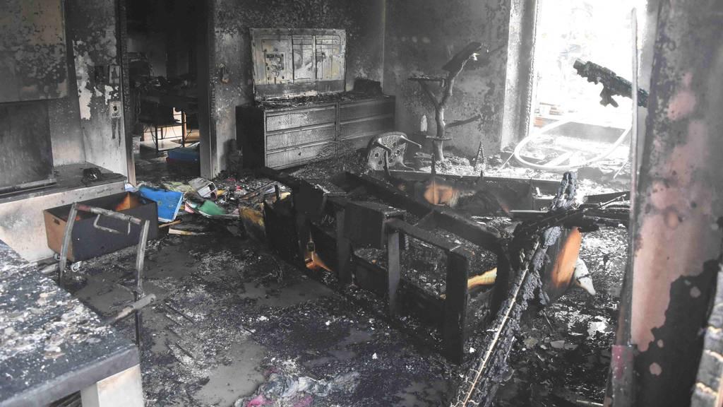 Dreistöckige Wohnung komplett ausgebrannt