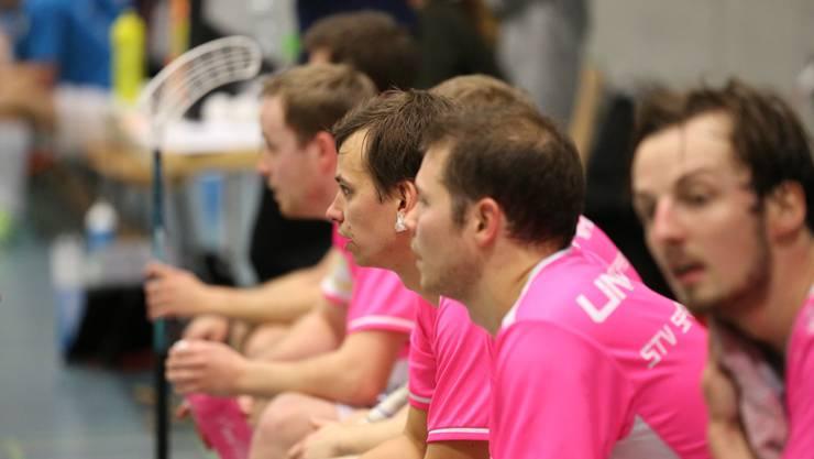 Lange Gesichter bei den Spreitenbachern in Pink. Bild: Lucas Hodel.