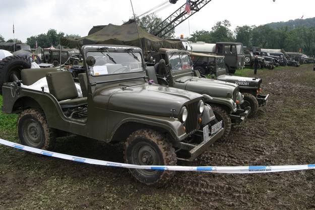 Militärfahrzeuge am Convoy 2010
