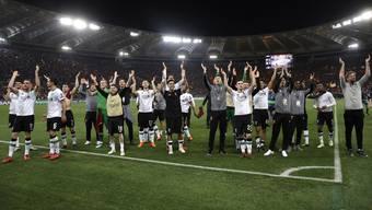 Die Mannschaft von Liverpool lässt sich nach dem Rückspiel in Rom von den Fans feiern – trotz einer 2:4-Niederlage.