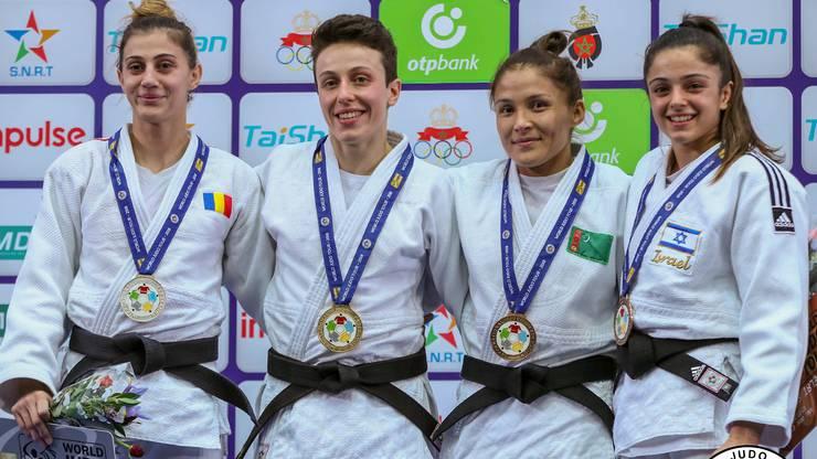 Evelyne Tschopp (zweite von links) gewinnt den Judo Grand Prix von Agadir.