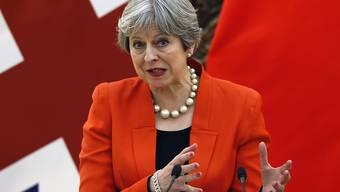 Felix Lee: «Theresa May war in den letzten zwei Tagen in Peking sichtlich darum bemüht, den KP-Führern Honig ums Maul zu schmieren. Von einer «goldenen Ära» zwischen ihrem Land und China sprach sie. Kritik an diesem Vorgehen wischt sie beiseite.»