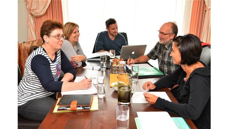 Das Redaktionsteam: Susan Naef, Eveline Maritz, Thomas Maritz, Markus Spühler und Chantal Müller-Wyder (v.l.)
