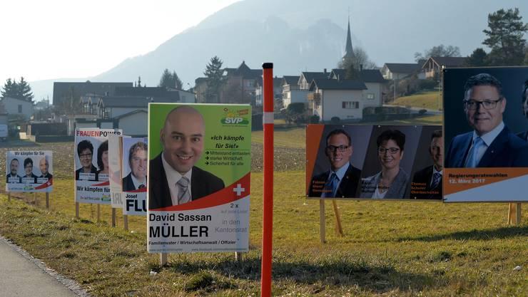 73 Kantonsräte unterstützen eine grosszügigere Regelung bei der Aufstellung von Wahlplakaten vorläufig. (Archiv)