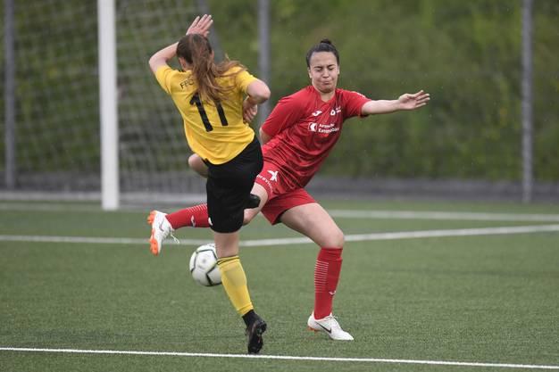 Rita Do Sul (r.) verteidigt unkonventionell und kann wenig später den dritten und letzten Treffer des Tages erzielen.