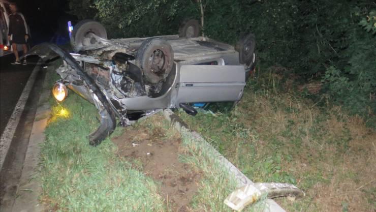 Das Fahrzeug kam auf dem Dach zum Stillstand, nachdem der Lenker einem Fuchs ausgewichen war.