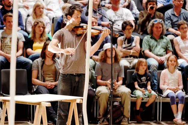 Alexis Auffray ist Musiker und Regisseur.