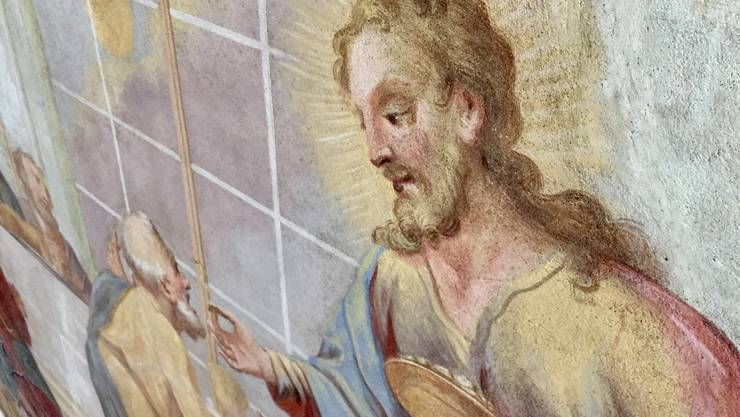 Jesus erstrahlt an der Decke wieder in ursprünglicher Farbenpracht.