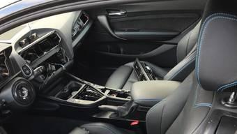 Autoeinbrecher durchsuchte in den vergangenen 18 Monate abgestellte Fahrzeuge. (Symbolbild)