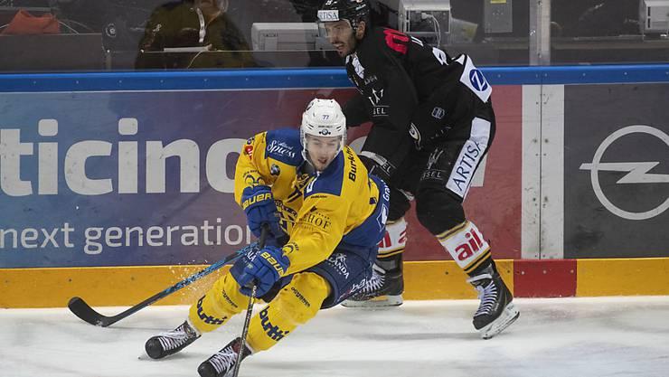 Thierry Bader (vorne) kurvt kommende Saison im SCB-Dress übers Eis.