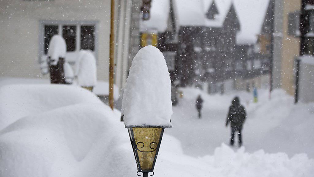 Hospental im Urserental versinkt im Schnee.