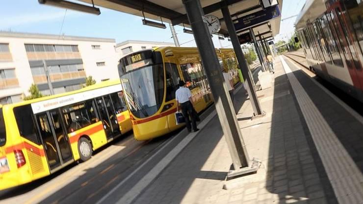 Der Bahnhof Dornach-Arlesheim – ein Verkehrsknotenpunkt des TNW. (Archiv)