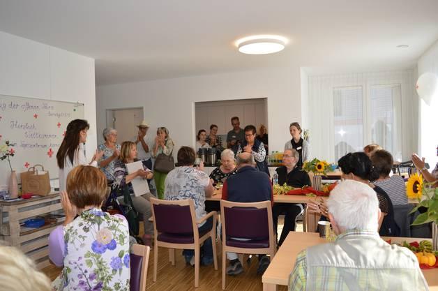 Regula Kiechle (rechts im Bild) dankt der Stiftung Humanitas der NAK und dem Einsatz des Betreuerteams.
