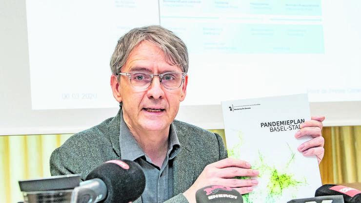 Er hält in Basel das Heft in der Hand: Kantonsarzt Thomas Steffen.