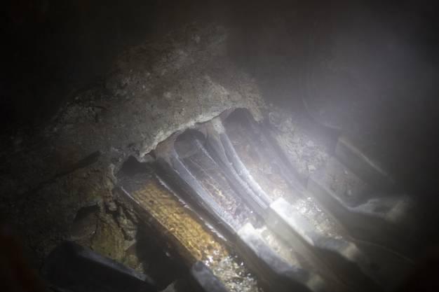 Rund um den Kurplatz sprudeln 17 warme und eine kalte Quelle. Sie werden mit Holz- und Kunststoffleitungen zu den Badehotels verteilt.