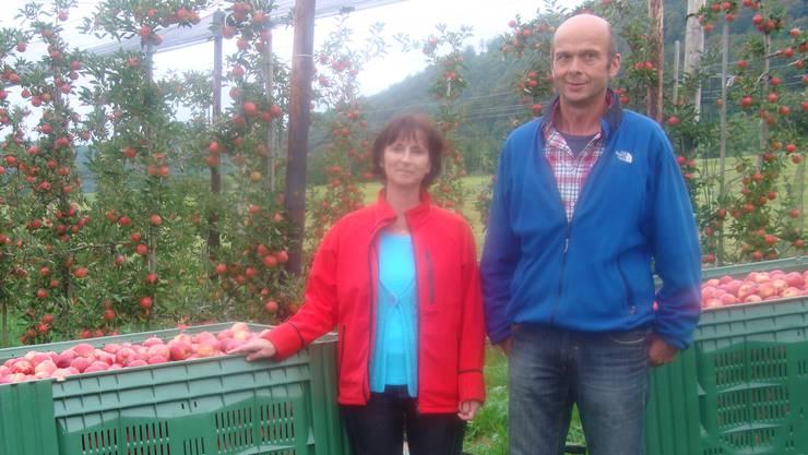 Astrid und Joe Bründler produzieren auf 685 Aren Äpfel, Birnen, Kirschen, Zwetschgen und Aprikosen. Martha Liechti