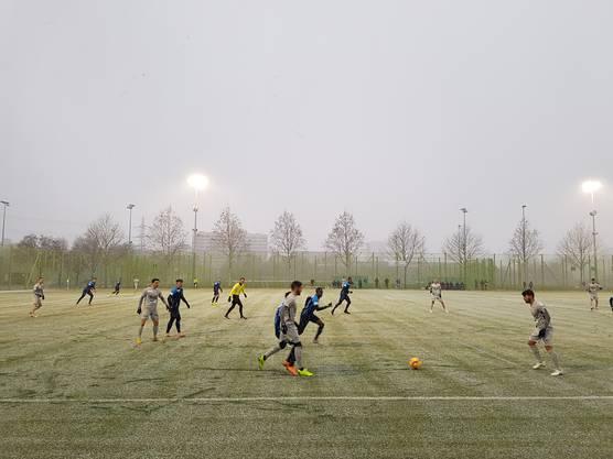 Testspiel FC Zürich FC Aarau - zweite Halbzeit im  Schneetreiben (2)