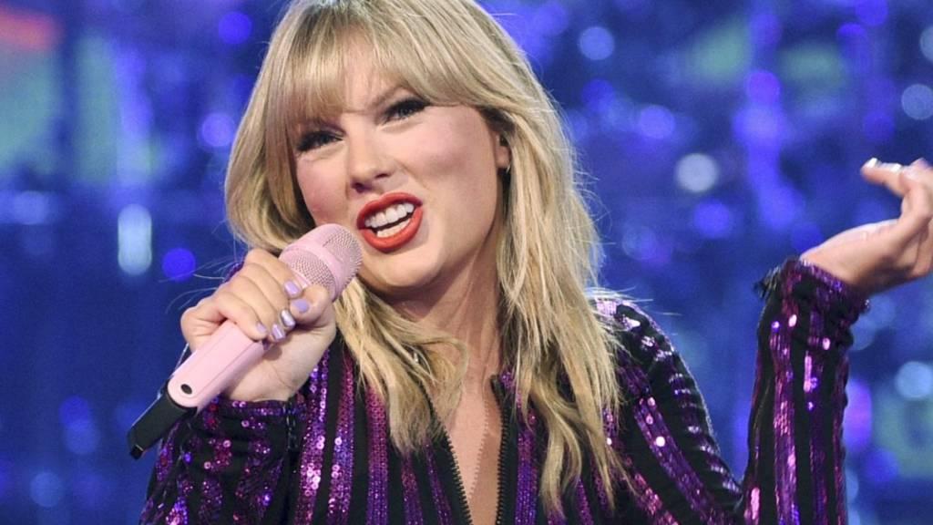 ARCHIV - Taylor Swift, Country-Pop-Sängerin aus den USA, singt im Juli 2019 beim Prime Day-Konzert von Amazon Music im Hammerstein Ballroom in New York City. Foto: Evan Agostini/Invision/AP/dpa