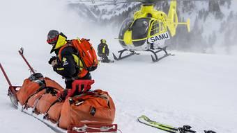 Die Kosten für Unfälle beim Wintersport sind nach Angaben der Suva innerhalb von 15 Jahren um 70 Prozent gestiegen. (Themenbild)