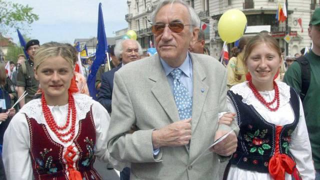 Tadeusz Mazowiecki 2003 bei einer proeuropäischen Parade (Archiv)