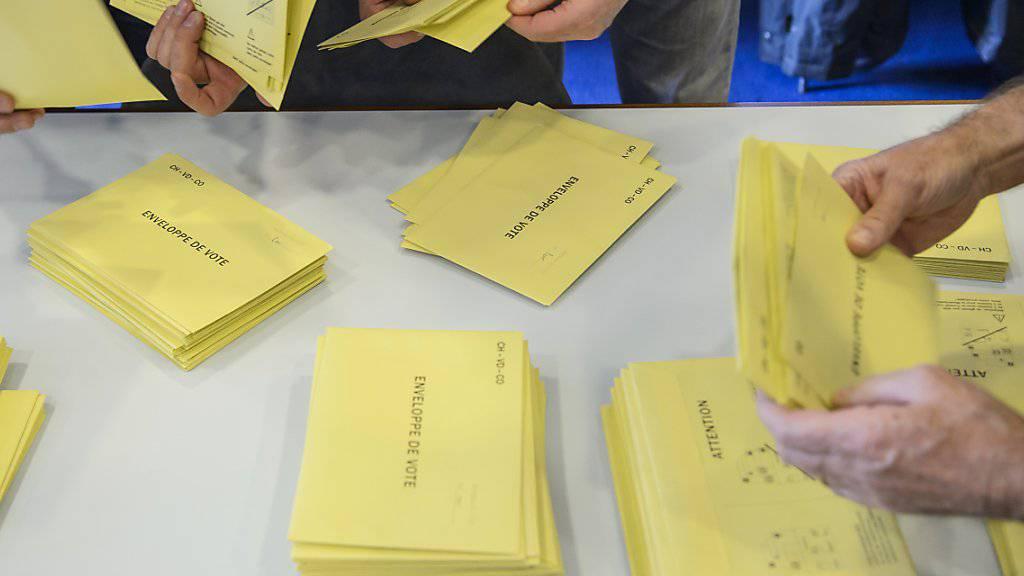Etiketten zur Identifikation der Stimmbürger: Nach dem Wahlbetrug von 2017 ergreift der Kanton Wallis Massnahmen für eine bessere Sicherheit bei der brieflichen Stimmabgabe. (Symbolbild)