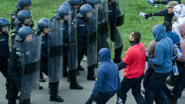 Mit rund 1600 Personen stagniert die Zahl der polizeilich bekannten Hooligans in der Schweiz auf hohem Niveau. (Symbolbild)
