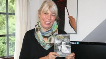 Die Laufenburger Autorin Petra Gabriel mit ihrem Buch über Mary Codman.